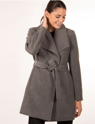 Belted coat by Saki