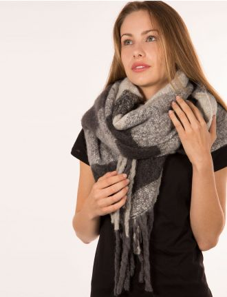 Brushed scarf with fringes by BB Collection