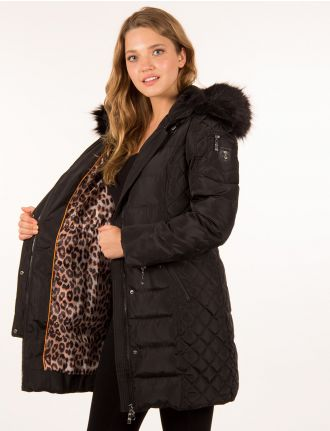 Long quilted coat by Hollies